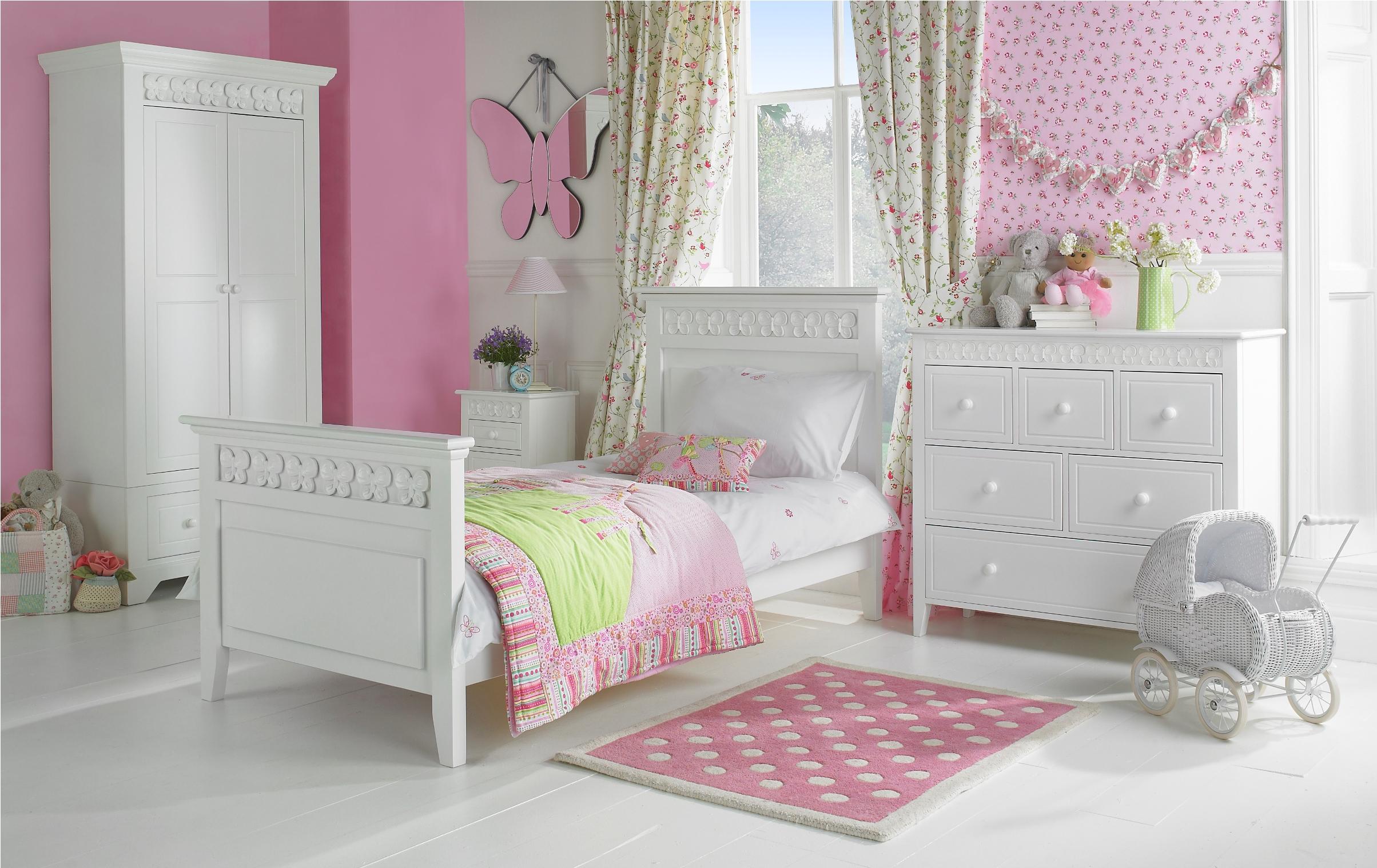Mergaitės kambarys: baldų gamyba ir įrengimas