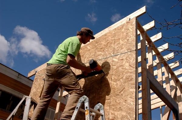 Kaip išsirinkti kokybiškas medžio plaušo plokštes statybos darbams?